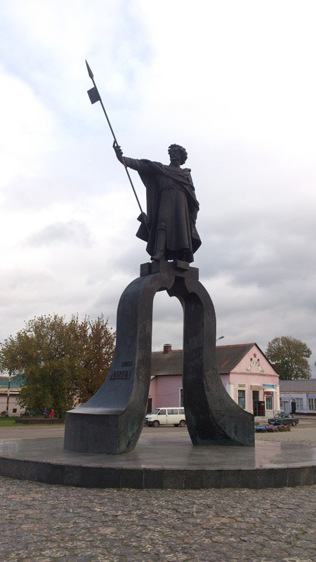 Давид-Городок, памятник князю Давиду.